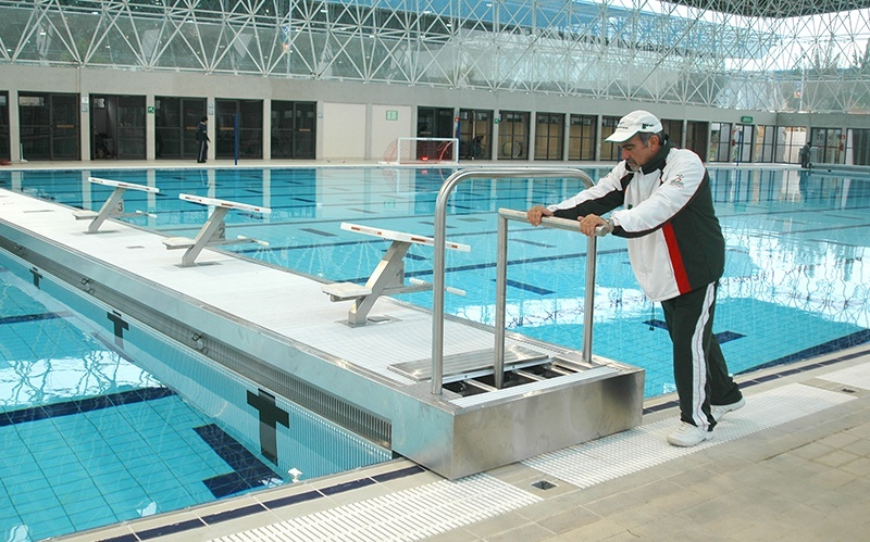 movable stainless steel pool bulkhead